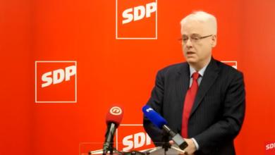 Photo of Ivo Josipović ispred SDP-a komentirao cijene maski i rušenja dimnjaka u krizi