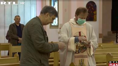 """Photo of VIDEO Kako su se vjernici snašli s novim pravilima misnih slavlja: """"Moramo se držati mjera i nema problema"""""""