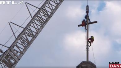 Photo of VIDEO  Veliki zlatni križ ponovno zasjao na južnom tornju zagrebačke katedrale