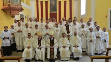 Photo of Veliki dan za biskupiju: Biskup Križić u Gospiću zaredio tri nova svećenika