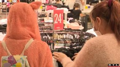 Photo of VIDEO Sniženja u trgovačkim centrima privukla kupce unatoč epidemiološkim mjerama