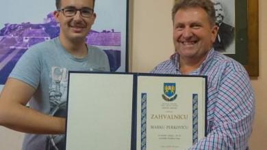 Photo of Marku Perkoviću uručeno javno priznanje za promociju brinjskog kraja