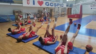 Photo of Juniorska košarkaška reprezentacija na pripremama u Gospiću