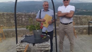 Photo of Gospićki pjesnici Branimir Mikić i Danko Ivšinović na Kninskoj tvrđavi