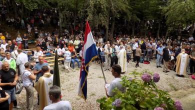 Photo of FOTO Biskup Zdenko Križić predvodio slavlje Velike Gospe u Svetištu na Krasnu