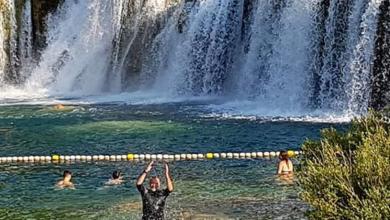 """Photo of Šprajc se okupao na Skradinskom buku: """"Čovjek je s 52 godine jednako dijete kao i s 13 godina"""""""