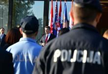 Photo of Milanović poručuje Ličanima: Ovaj kraj ne treba ničiju milost. Ovdje imate krasnu zemlju, ima vas 50 tisuća,…