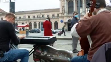 Photo of VIDEO Fotografija legitimiranja uličnih svirača razljutila mnoge: Tko i gdje smije svirati, koliko zarade i kako žive?