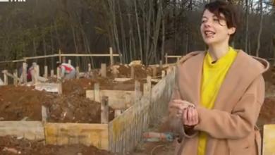 Photo of VIDEO Dala je otkaz, pobjegla iz grada i sada gradi kućice na stablu