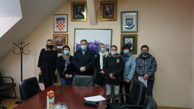 Photo of Općina Brinje dodijelila 11 stipendija učenicima i studentima