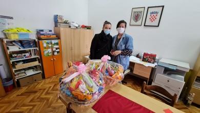 Photo of OTOČAC Sveti Nikola razveselio mališane u vrtiću, stigli darovi i za osnovnoškolce