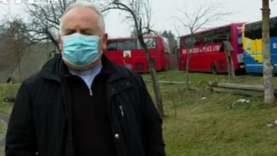 Photo of VIDEO Misa na kotačima: Dok on iz kapele slavi misu, vjernici je prate u grijanim autobusima