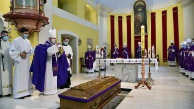 Photo of FOTO U Gospiću na posljednji počinak ispraćen biskup Mile Bogović