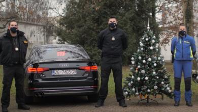 Photo of VESELO, ALI SIGURNO Policajci napravili blagdansku prometnu čestitku
