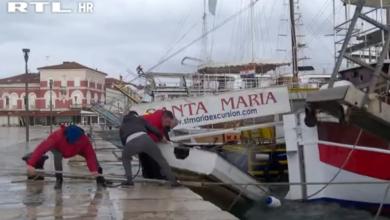 Photo of VIDEO Oluja Bella stigla je do Hrvatske: Otoci su odsječeni, trajekt kod Zadra udario je u kopno, razina mora se podiže
