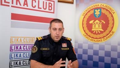"""Photo of Zapovjednik Ostović: """"Lički vatrogasci su se dobro organizirali, u Petrinju su stigli u 19 sati i pregledavaju objekte"""""""