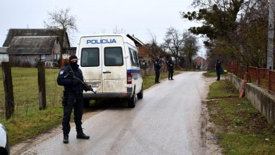 Photo of GOSPIĆ Pretragom na više lokacija pronađeno oružje i osoba koja je pucala u novogodišnjoj noći
