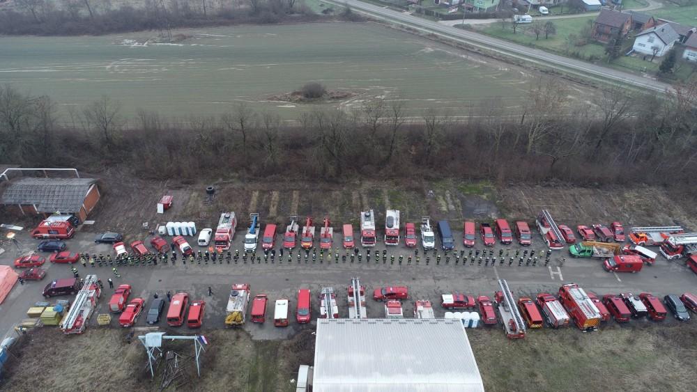Vatrogasci i vozila u Petrinji (JVP Grada Rijeke)