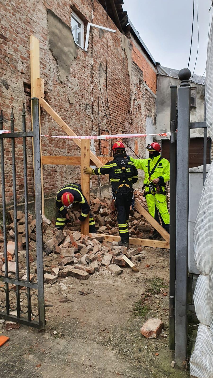 Radovi na podupiranju zida u Glini (D. Maretić)
