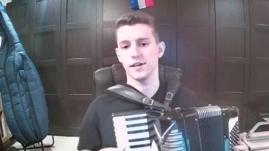 Photo of VIDEO Kakav maestro! Tri sata domaću zabavnu glazbu pjevao je član benda Pajdaši iz Vancouvera