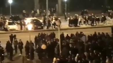 Photo of VIDEO Gomila studenata partijala vani kod doma na Savi, policija ih rastjerivala nekoliko puta!