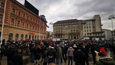 Photo of PRATITE UŽIVO Tisuće poduzetnika i građana na velikom prosvjedu u centru Zagreba