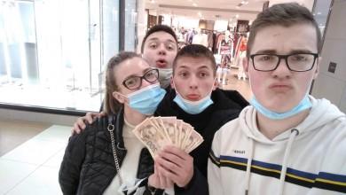 Photo of LIČKI UČENICI GODINE! Pronašli 3000 kn na bankomatu u Zadru, pa prijavili policiji