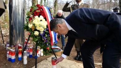 """Photo of Milanović na Plitvicama: """"Vječna slava i hvala poginulom Josipu Joviću"""""""