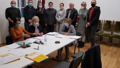 Photo of Goran Bukovac prvi predao potpise za kandidaturu za gradonačelnika Otočca