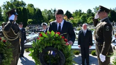 Photo of FOTO Predsjednik Milanović odao počast poginulima povodom obilježavanja Dana Hrvatske vojske