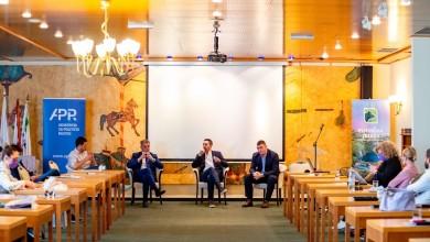 Photo of FOTO Na Plitvicama održana rasprava o ličkim prilikama u organizaciji Akademije za politički razvoj
