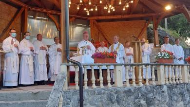 Photo of FOTO Biskup Zdenko Križić predvodio proštenje Gospi od utjehe u Trošmariji