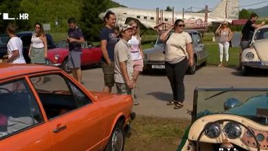"""Photo of VIDEO Povijesna vozila na cestama Otočca: """"Koliko ulažem u oldtimera? Ne smijem reći, žena bi čula pa se ne bi smio vratiti doma"""""""