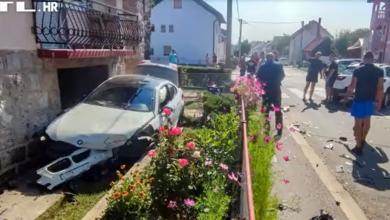 Photo of VIDEO  Nesvakidašnja nesreća u Gospiću: Automobilom uletio u dvorište