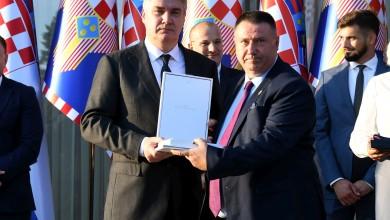 Photo of Milanović uz Dan policije: Pomognite ljudima koji su u nevolji, ali čuvajte hrvatsku granicu