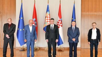 """Photo of Milanović s predstavnicima Zbora ratnih izvjestitelja o projektu """"Ponos Domovine"""""""