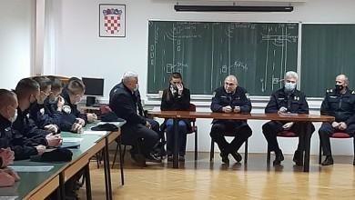 Photo of Primljeno 26 novih policijskih službenika i službenica u PU ličko-senjsku
